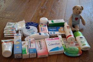 Apteczka dziecka w podróży, niezbędne leki i kosmetyki